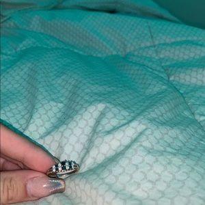 White gold; 14k; sapphire and diamond ring